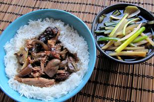 Valentin napra: kantoni ötfűszeres kacsaszív és kacsaszárny, marinált zöldségekkel