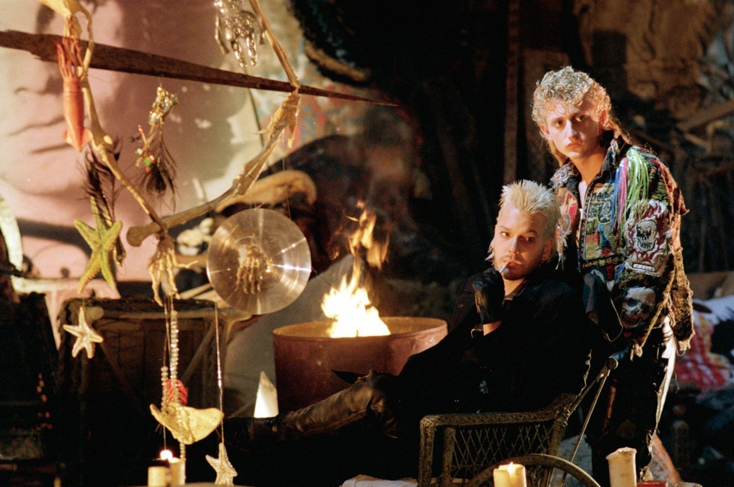 still-of-kiefer-sutherland-and-alex-winter-in-the-lost-boys-large-picture-202910905.jpg