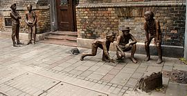 Paul_street_boys_sculpture_PB110359.jpg