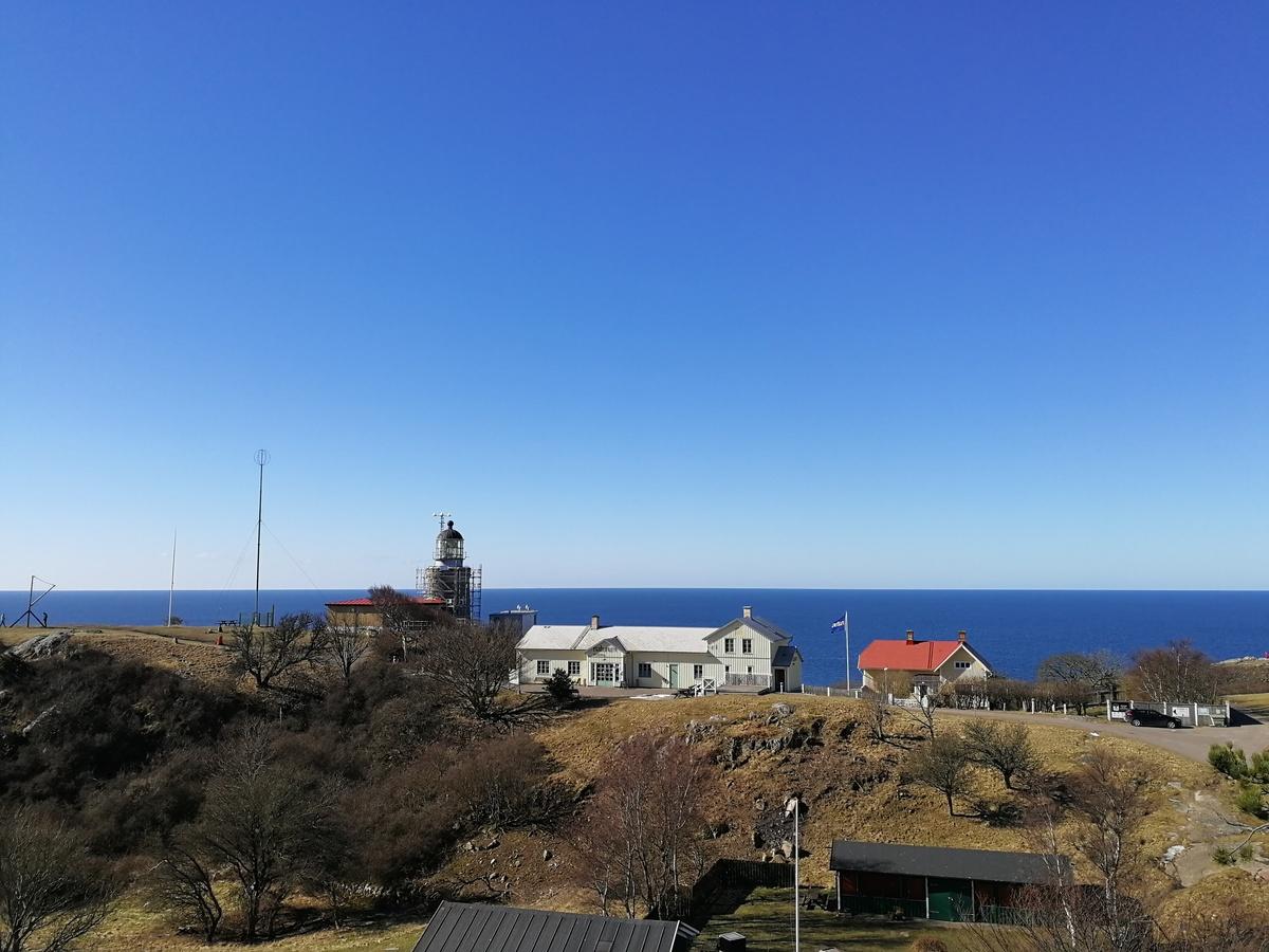Kullaberg első világítótornyát 1561-ben építették, a szoroson átkelni kívánó hajók tájékozódásának elősegítésére. Ez persze akkoriban még csupán kosárban lobogó tüzet jelentett. A tűz-őrnek nem lehetett könnyű dolga a gyakran 20-25 m/s-os parti szélben.<br />A Kullens Fyr az ország legmagasabban fekvő világítótornya. A prizma csaknem 80 méterrel magasodik a tengerszint fölé.