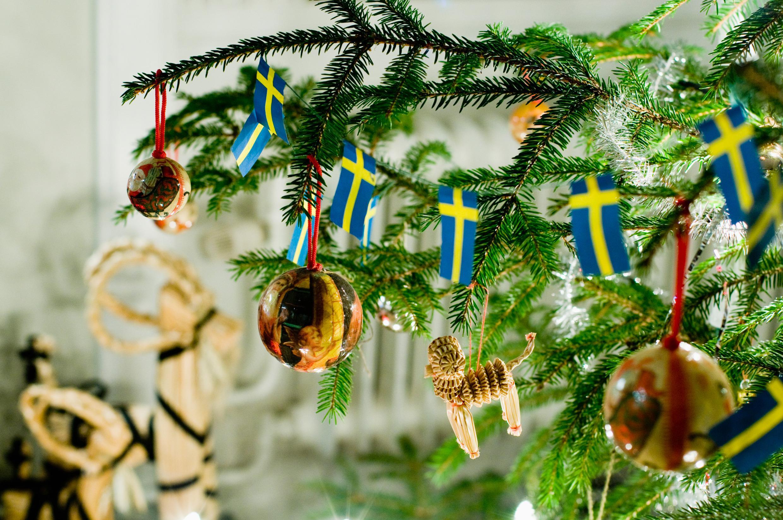 christmas-tree-and-christmas-goat_helena-wahlman-ibsweb.jpg