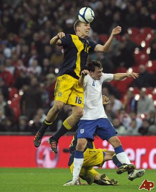 phil-jones-pontus-wernbloom-2011-11-15-17-31-23.jpg
