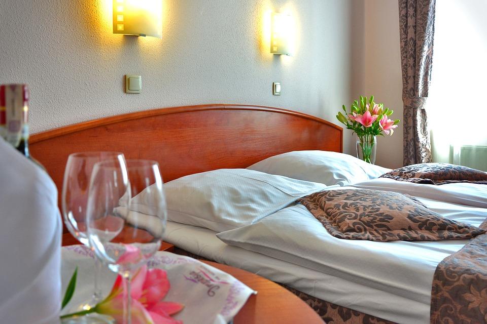 hotel-room-1261900_960_720.jpg