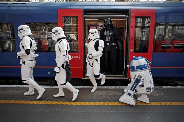 gaming_kinect_star_wars_stormtroopers_london_12.jpg