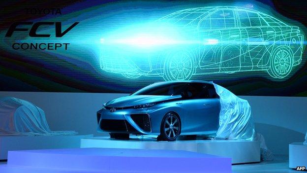 Toyota_hydrogen_fuel_cell_vehicle.jpg