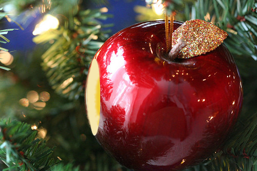 apple_ornament.jpg
