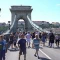Videó: Tömegek sétálnak a lezárt Láncíhdon