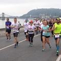 Videó: Tízezren futottak a belvárosi félmaratonon