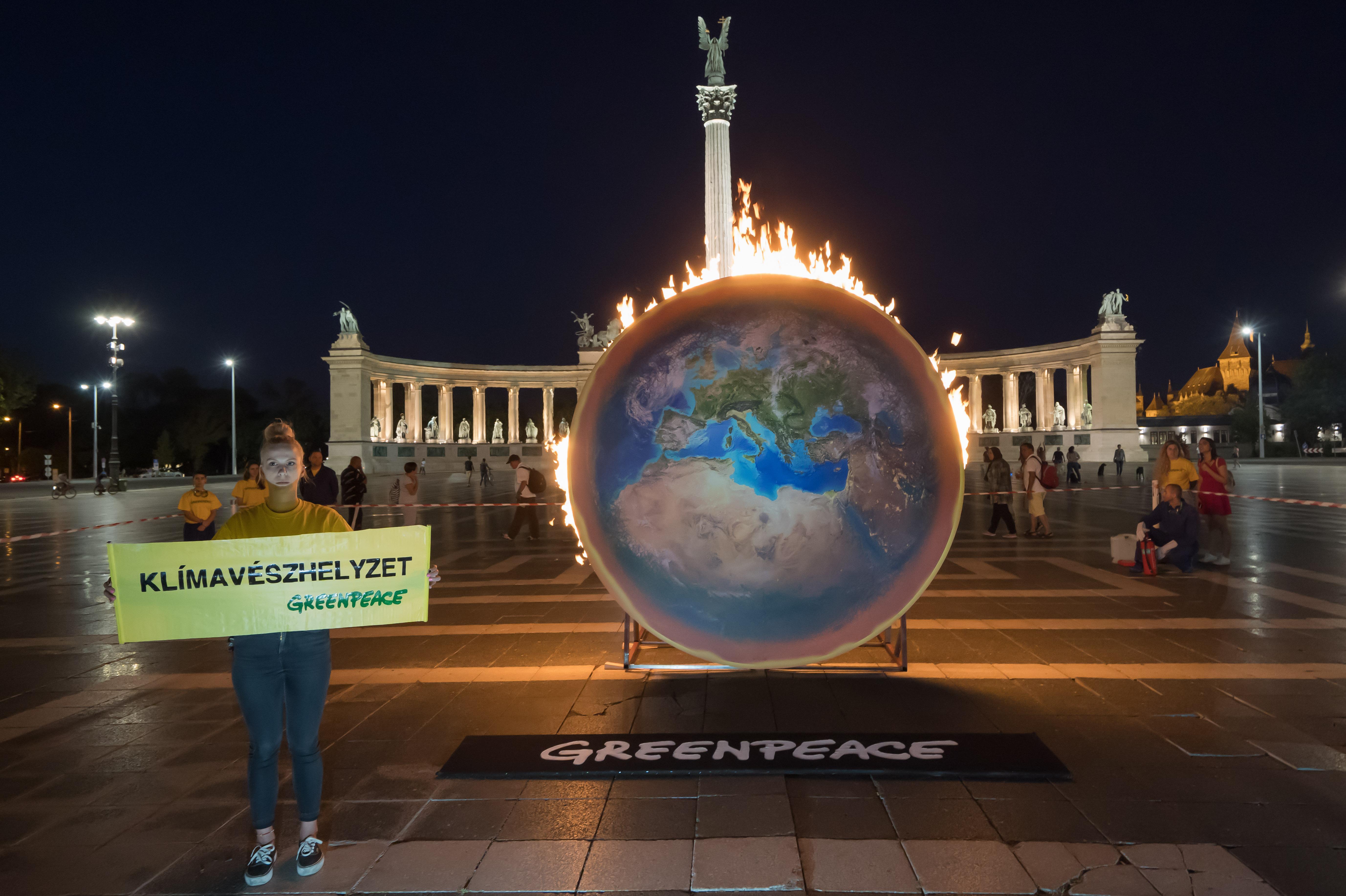 190905_greenpeace1909049824s-earthffire.jpg