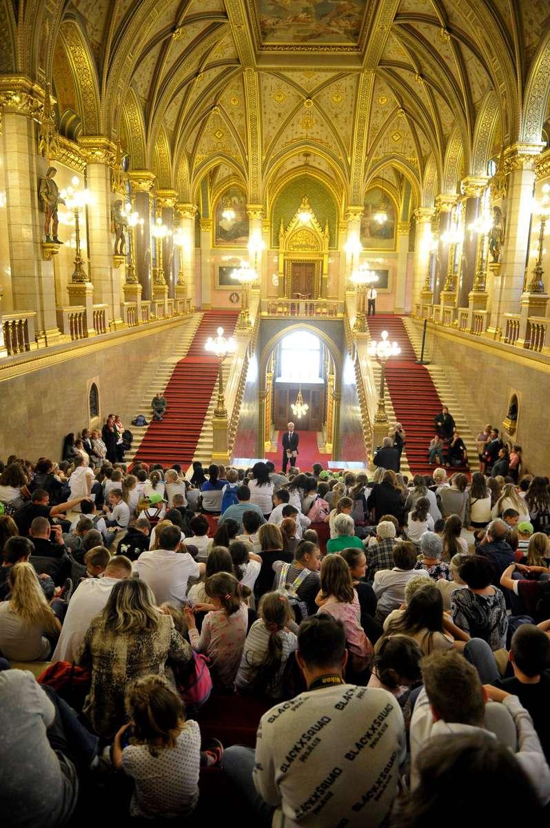 gyerekek_parlament.jpg