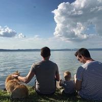 Milyen család az, ahol két apuka van?