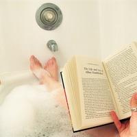 Ma van a fürdőkádban olvasás világnapja!