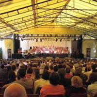 A Furcsa pár közönségdíjas, a Volpone augusztusban újráz