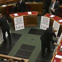 Fideszes adópolitika miniszterekre szabva -  nekik már jó