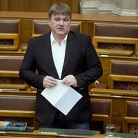 A Fidesz szerint minden ellenzéki módosító hülyeség