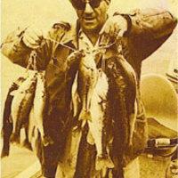 Megrázó hírek: a gumiféreg feltalálója bekerült a Feketesügér-horgász Hírességek Csarnokába
