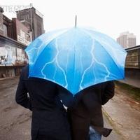 Az esernyő használata (Tömegközlekedésen utazóknak)