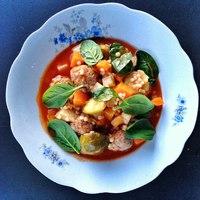 Paradicsomos zöldségleves, húsgolyókkal