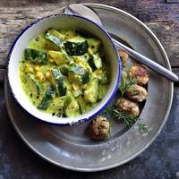 Currys-kukoricás cukkíni főzelék