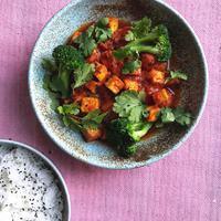 Paradicsomos-currys sült tofu
