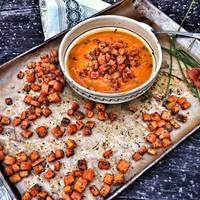 Paprikás sütőtökfőzelék, mákos sültsárgarépával