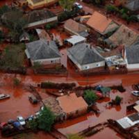 HOZZ EGY SZATYROT a vörösiszap-katasztrófa károsultjainak!