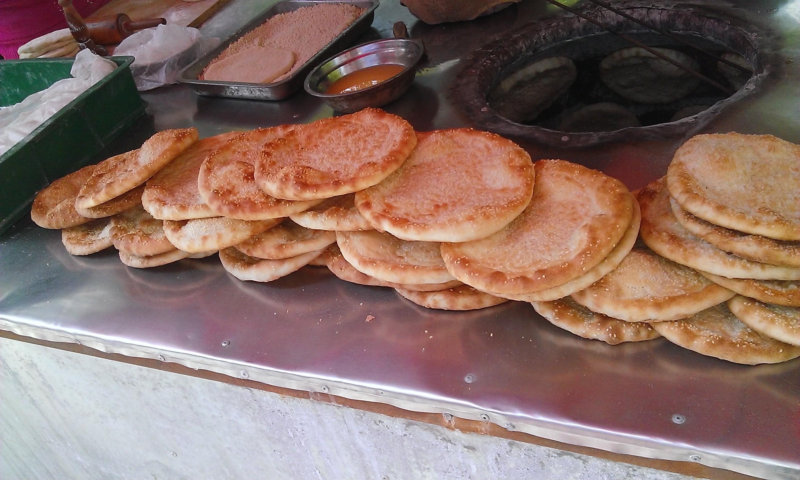 Ujgurok által árult finom lepény. Szezámmagos, normális népeknek való verzióban és