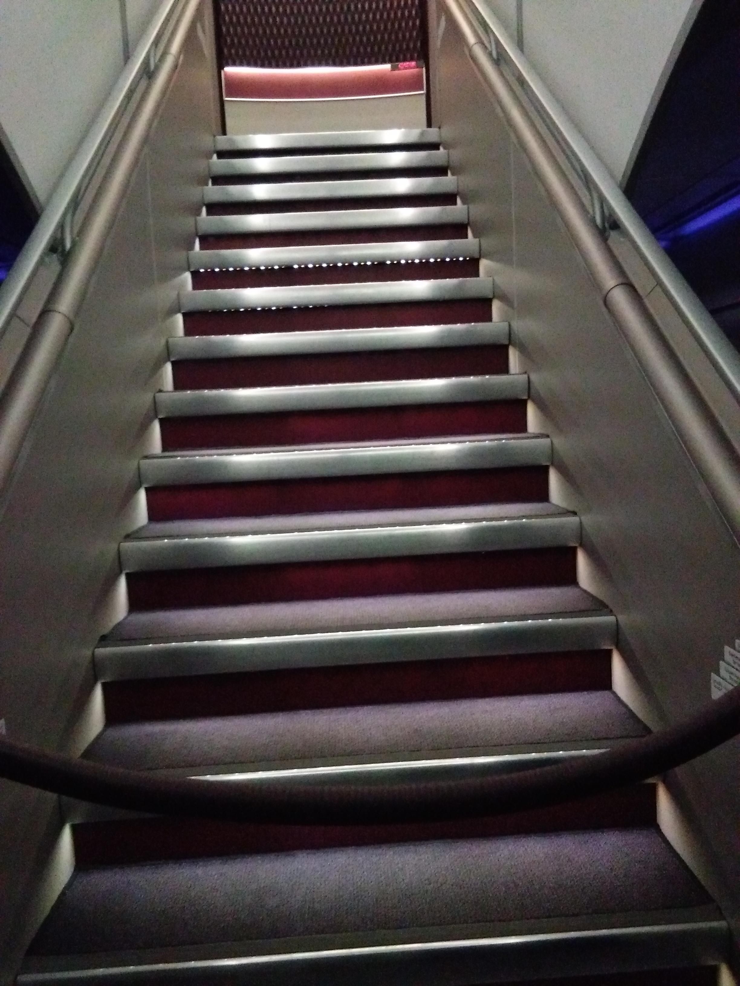 A felső szinte vezető lépcsővel.