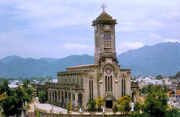 nha_trang_cathedral.jpg
