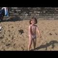 Amelyben Ada cigánykerekezni tanul, Léna pedig a szárazon úszást gyakorolja