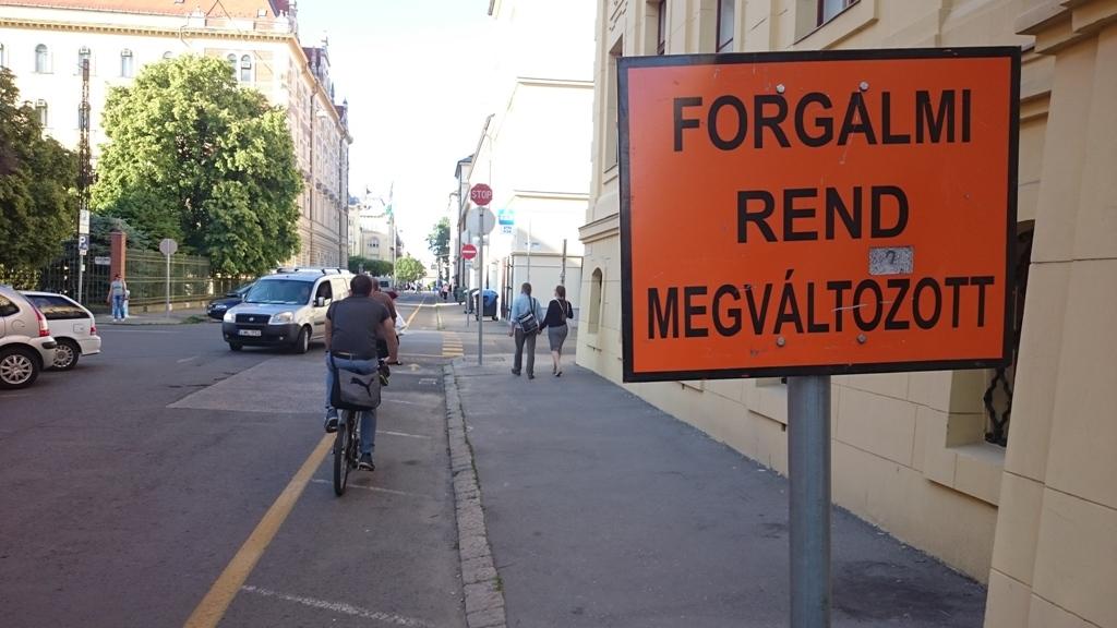 A Feketesas utca és a Kiss Ernő utcán ugye most változtatták meg a forgalmi rendet a biciklizők kárára.