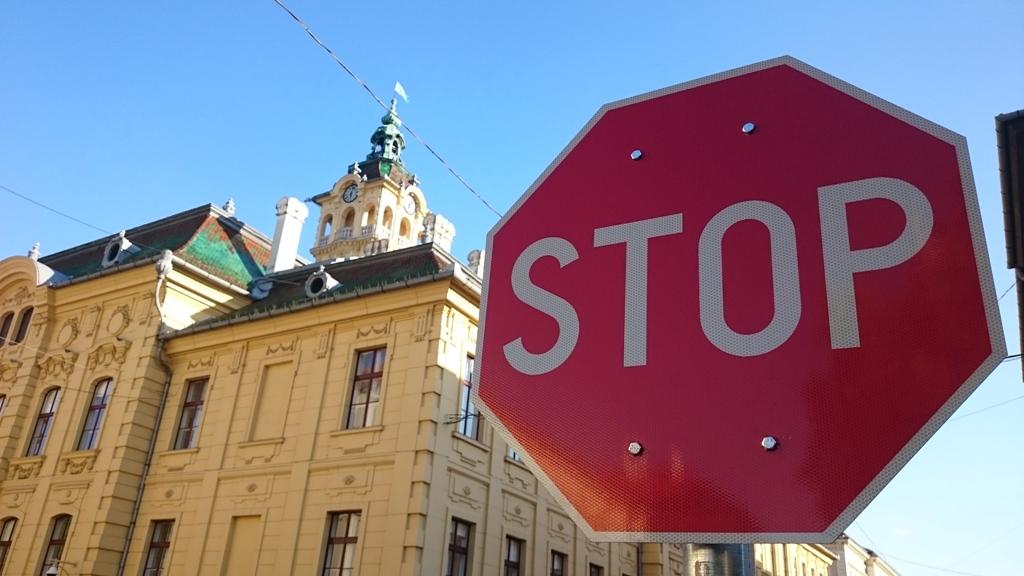 STOP a biciklizésnek.