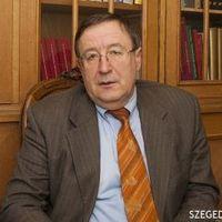 Szegedi Tudományegyetem rektorhelyettese hamisított?
