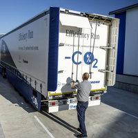 A kezünkben a lehetőség, hogy a kamionok végre ne szennyezzék annyira a levegőt, de a többség rá se hederít