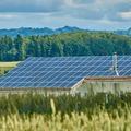 Világszerte hatalmas a napelemes áramtermelés bővülése, erre mi atomerőművet építünk