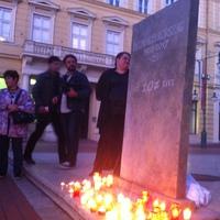 Botka is gyertyát gyújtott a Délmagyarért a szegedi demonstráción