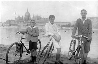 3 bici (Small) (Mobile).jpg