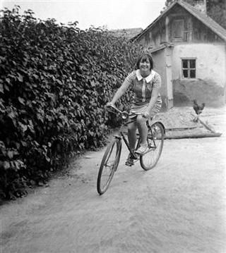 bicikli 3 lany (Small) (Mobile).jpg