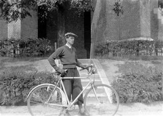 bicikli 4 ferfi (Small) (Mobile).jpg