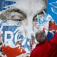 A kormány beleszédült a pávatáncába, amit a Soros-plakátok körül jár