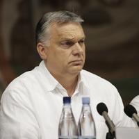 Orbán jól odamondogatott a liberális Európának, aztán elment egy hónap szabira