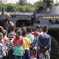 Az Orbán-kormány már az ovisokat és az iskolásokat is a kampánya részévé tette
