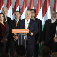 Nagyot bukott a Fidesz, de még nem hasalt el