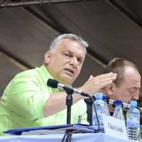 Miről árulkodik Orbán Viktor libazöld színű inge?