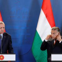 Ha diktátor vagy, és bírálod az EU politikáját, akkor csak Orbán Viktor barátja lehetsz