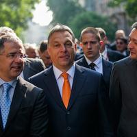 Orbán Viktor a tomahawkját szorongatja