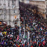 Öt érv amellett, hogy a Fidesznek érdemes lenne átgondolnia a rabszolgatörvény visszavonását