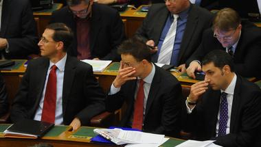 Új kormányzati szereposztás: Varga lesz a jó, Lázár pedig a rossz zsaru