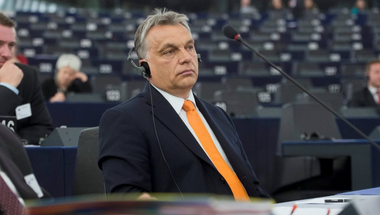 Az Európai Parlament megirigyelte a pávatáncot Orbán Viktortól