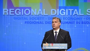 Orbán Viktor pávatánca nem kíméli a magyar gazdaságot sem